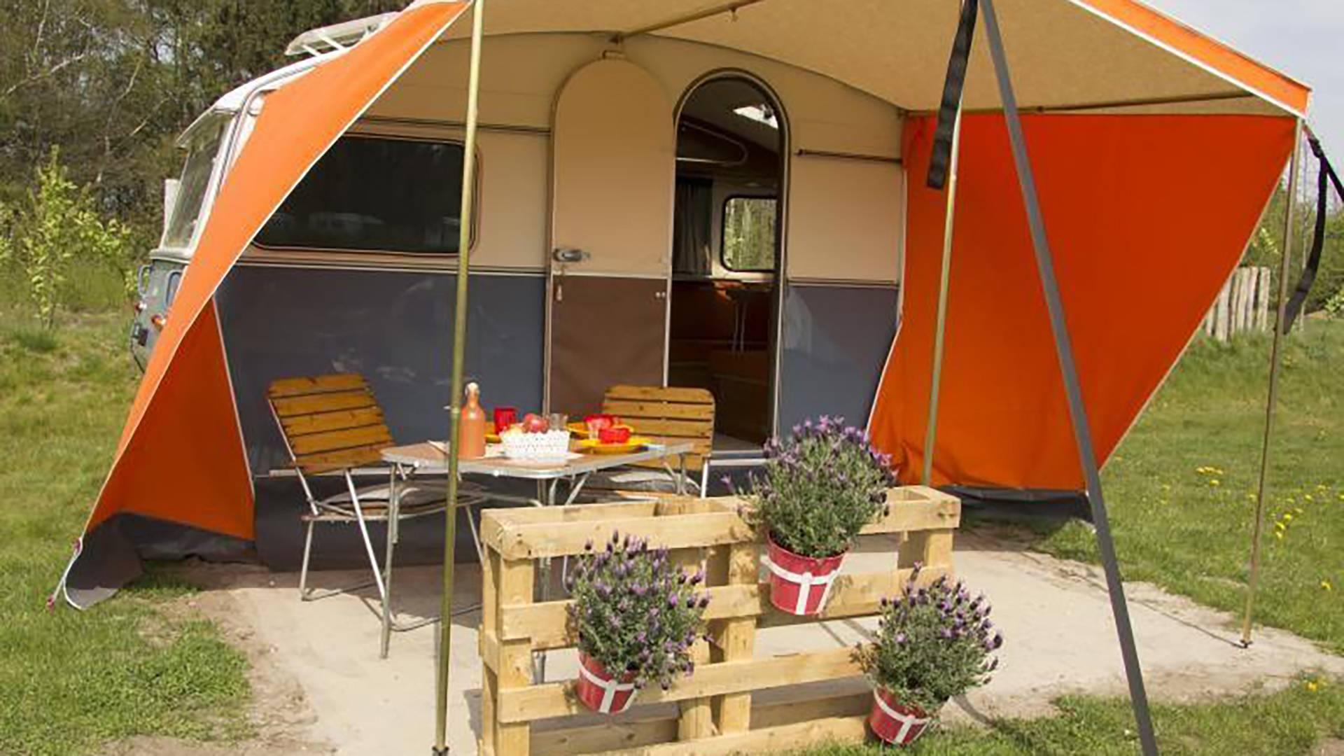 Camping Tafel Retro.Kamperen Het Goeie Leven